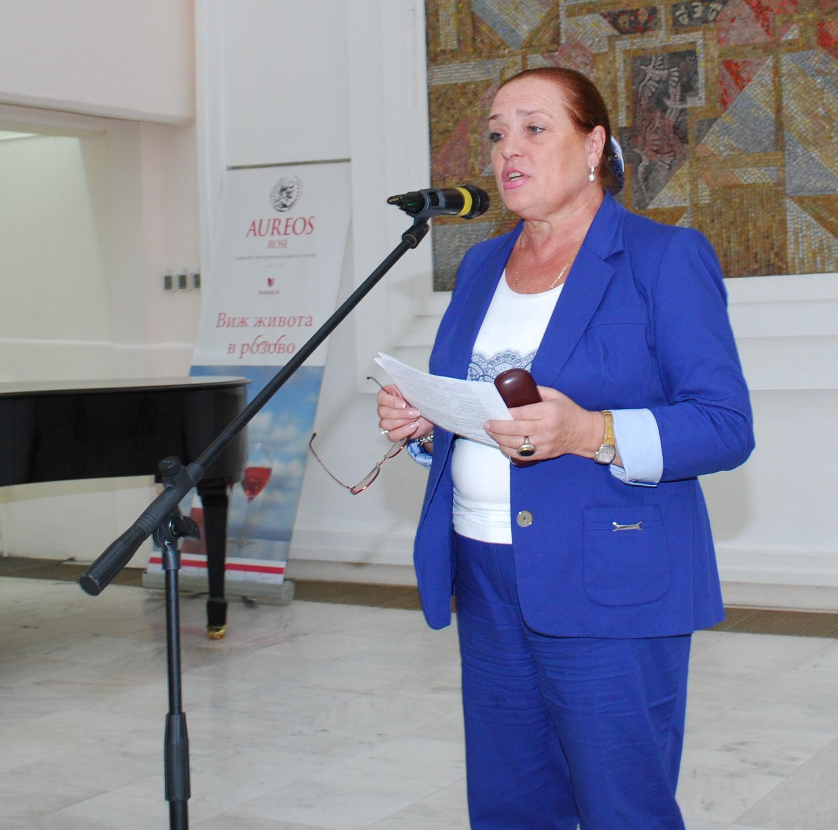 """Елена Лебедева, Русия, председател на Международния клуб на лауреатите на почетния знак на общественото признание """"Сребърен гълъб""""."""