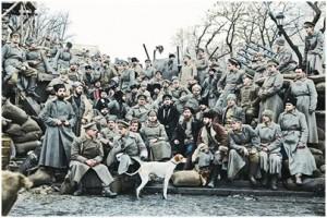 Тази снимка се появява няколко пъти във филма – в обърнат вариант (бележки на ред. М. Енева)