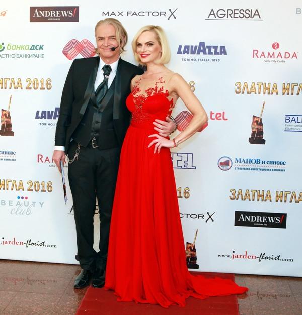 Водещите Ива Екимова и Ники Сотиров